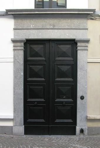Antwerpen Sint-Pieter-en-Paulusstraat 2 portaal