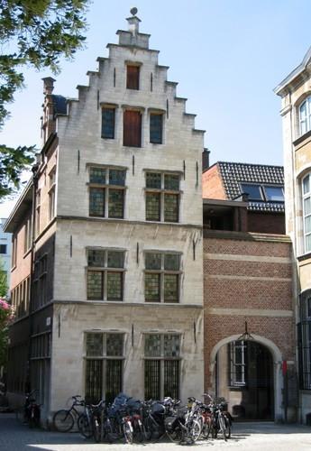 Antwerpen Vrijdagmarktstraatje 2