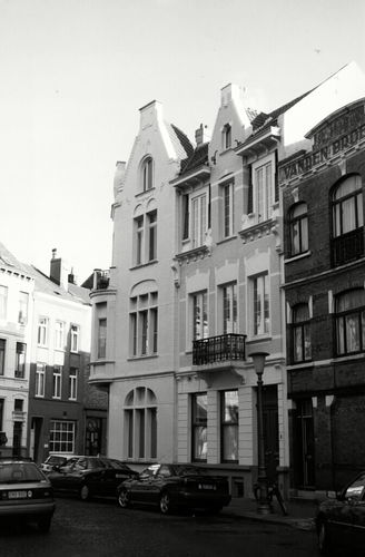 Oostende, Filip Van Maestrichtplein 4, 5