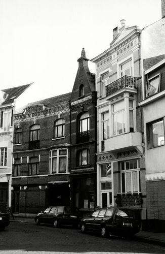 Oostende, Filip Van Maestrichtplein 6, 7