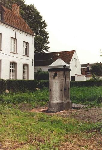 Hoogstraten Begijnhof waterpomp