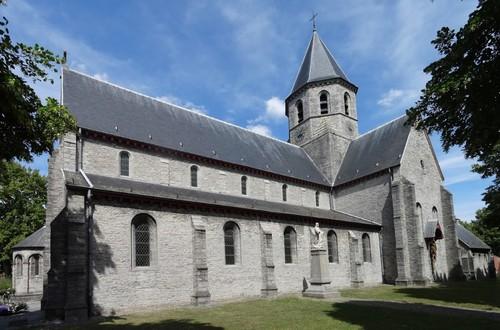 Kortrijk Rollegemplaats zonder nummer Zuidwestzijde van de parochiekerk Sint-Antonius abt