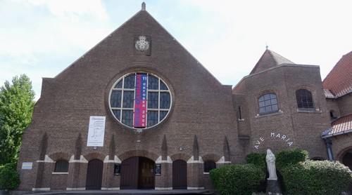 Kortrijk Aalbeeksesteenweg 13 Westzijde van de Sint-Jozefkloosterkerk