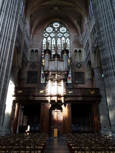 Veurne Sint-Walburgapark zonder nummer Orgel in de Sint-Walburgakerk