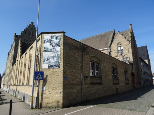 Veurne Karel Coggelaan 8 Bisschoppelijk College noordoostzijde