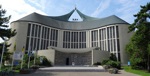 Koksijde Kerkplein zonder nummer Onze-Lieve-Vrouw ter Duinenkerk zuidoostzijde
