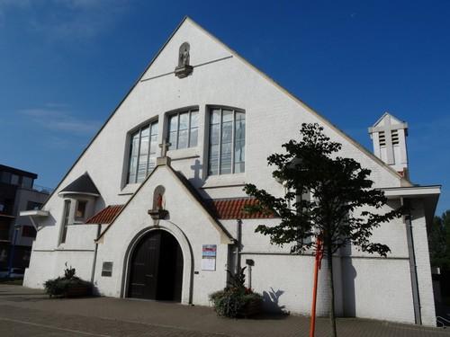 Koksijde Strandlaan 235 Oostzijde van de Sint-Idesbalduskerk