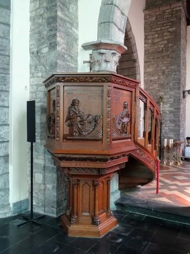 Zwevegem Kerkeberg zonder nummer Sint-Dionysius en Sint-Genesiuskerk Preekstoel