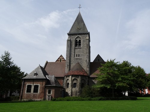 Zwevegem Kerkeberg zonder nummer Sint-Dionysius en Sint-Genesiuskerk oostzijde