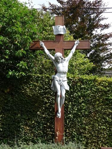 Zwevegem Kerkeberg zonder nummer Crucifix bij Sint-Dionysius en Sint-Genesiuskerk