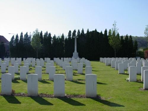 Kemmel: Lindenhoek Chalet Military Cemetery: Cross of Sacrifice
