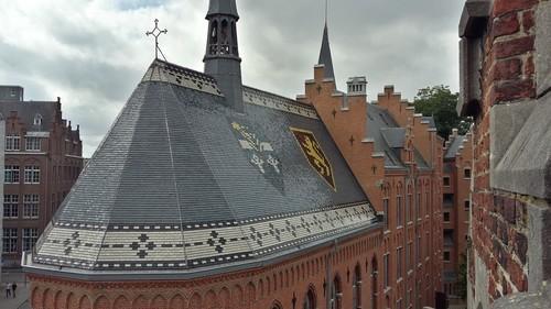 Leuven Vesaliusstraat: neogotische kapel bij Leo XIII seminarie, dak na restauratie