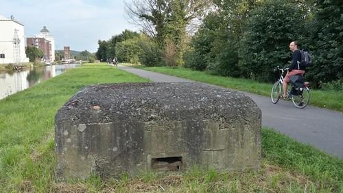 Leuven-Wijgmaal: bunkers van de KW-linie langs het westelijke jaagpad van het kanaal Leuven-Dijle (nabij Halleboomstraat)