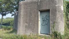 Bocholt Kapelstraat: mitrailleurbunker met observatieklok langs het kanaal Bocholt-Herentals (https://id.erfgoed.net/afbeeldingen/274263)
