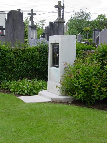 Loker Churchyard: registerkastje