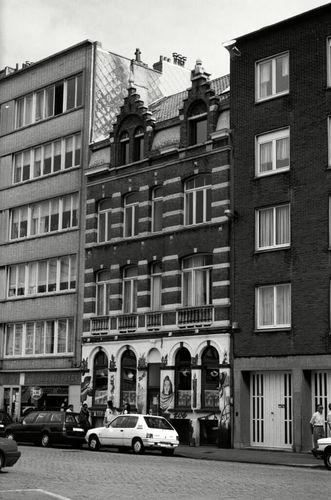 Oostende, Sint-Petrusplein en Sint-Paulusplein 3