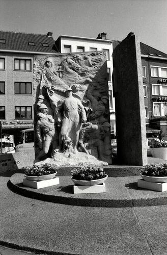 Oostende, Sint-Petrusplein en Sint-Paulusplein Zonder Nummer