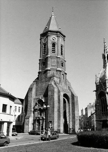 Oostende, resterende Sint-Pieterstoren, Sint-Petrusplein en Sint-Paulusplein Zonder Nummer