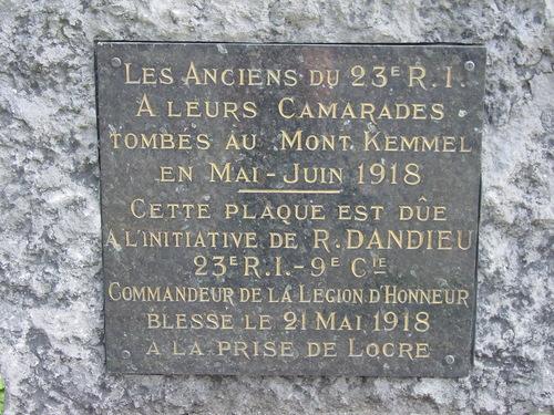 Loker: gedenksteen Franse eenheden: detail
