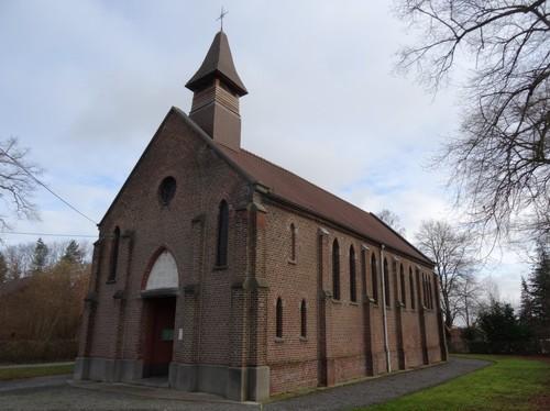 Kapel van Onze-Lieve-Vrouw van Sterreborne met plantsoen