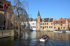 Vismarkt, Huidenvettersplein en Rozenhoedkaai met omgeving in Brugge