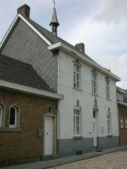 19de-eeuws schoolcomplex met hoofdgebouw