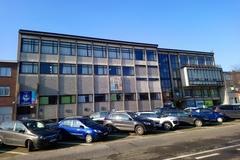 Technische school voor handel en administratie, met wijkbibliotheek