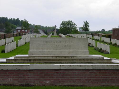 De Klijte: La Clytte Military Cemetery: Stone of Remembrance