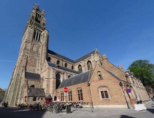 Brugge Sint-Salvatorskerkhof zonder nummer zuidwestzijde