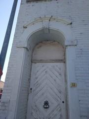 Woning met 18de-eeuwse deuromlijsting