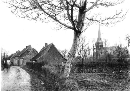 Zicht op parochiekerk Sint-Martinus