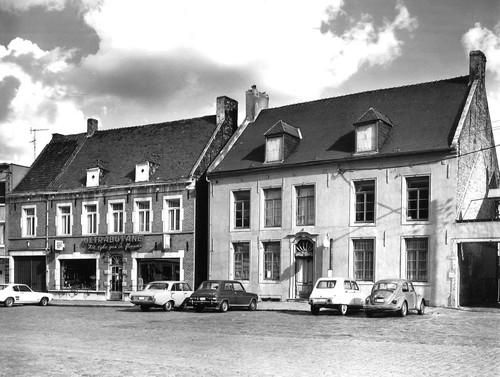 Lennik Markt 8-9