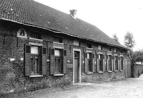 Sint-Pieters-Leeuw Postweg 43