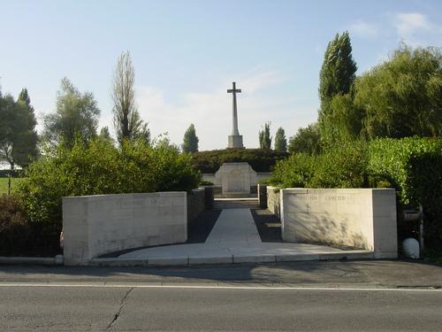 Mesen: New Zealand Memorial: vanaf straat