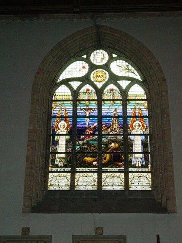 Boezinge: kerk: glasraam