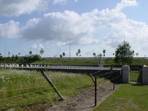 De Panne: Adinkerke Military Cemetery: Overzicht begraafplaats