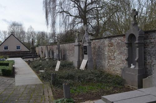 Avelgem Doorniksesteenwege zonder nummer Bossuit Sint-Amelbergakerkhof
