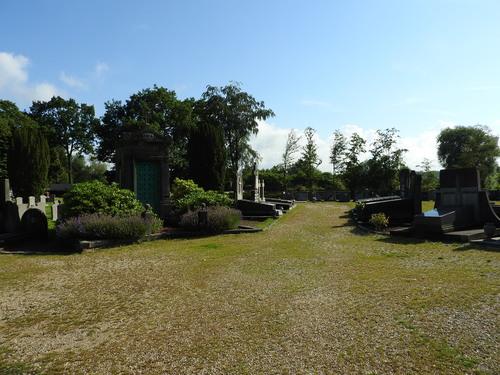 Gemeentelijke begraafplaats van Lot