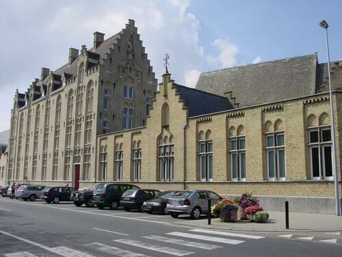 Veurne Karel Coggelaan 8 Bisschoppelijk College: Exterieur overzicht