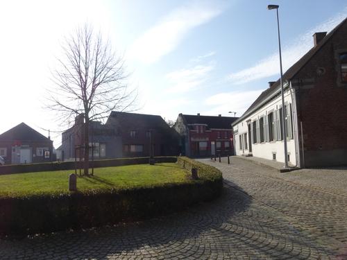 Ophasselt Sint-Pieterbandenkerkhof (1)