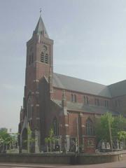 Sint-Dionysiuskerk gelegen in rechthoekig kerkhof