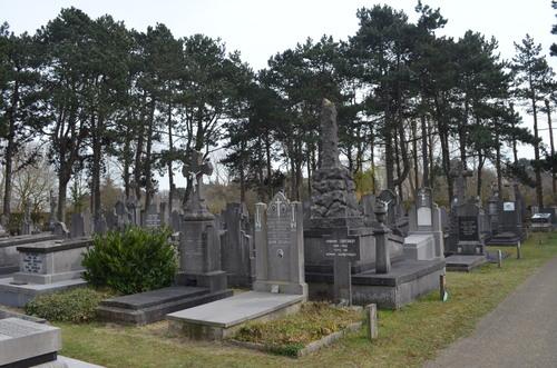 Belgische militaire graven en Oostduinkerke Communal Cemetery