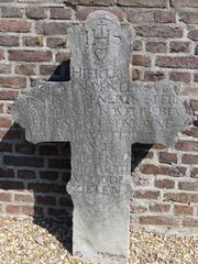 Maasmechelen Boorsem KH grafkruis Hendrik Lenerts (1) (https://id.erfgoed.net/afbeeldingen/310266)