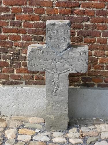 St-Truiden Guvelingen KH grafkruis Henrick Vander tsmissen