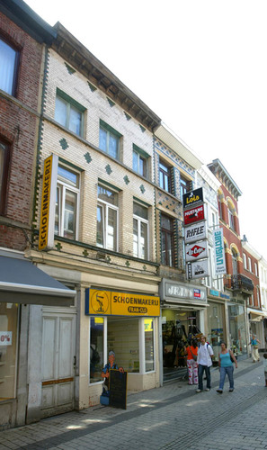 Halle Basiliekstraat 69-73