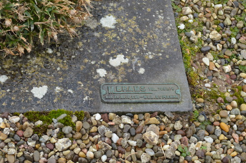 Het graf en grafteken van Juste Bonaventure Langa