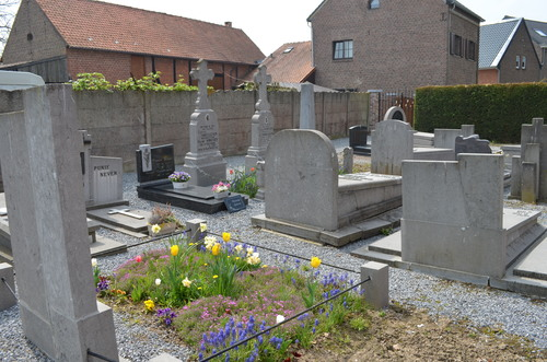 Parochiekerk Sint-Rochus met kerkhof