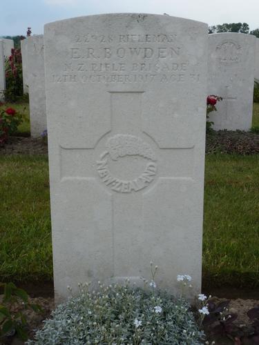 Passendale sGraventafelstraat New Military Cemetery (10)