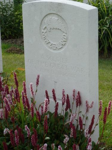 Passendale sGraventafelstraat New Military Cemetery (22)