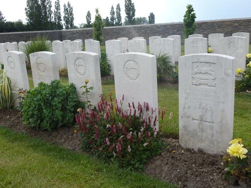 Passendale sGraventafelstraat New Military Cemetery (21)